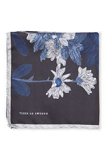 TIGER OF SWEDEN Fiorinou floral pocket square