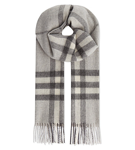 BURBERRY Giant check scarf (Pale grey mel chk r