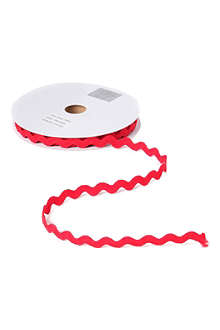 GISELA GRAHAM Red Ric Rac ribbon 9m