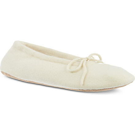 MADELEINE THOMPSON Cashmere luxury slippers (Cream
