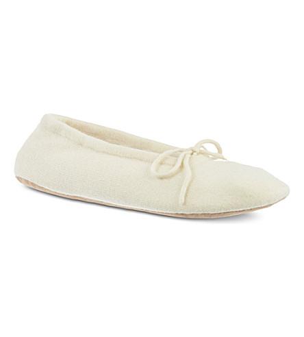 MADELEINE THOMPSON Cashmere luxury slippers (Cream