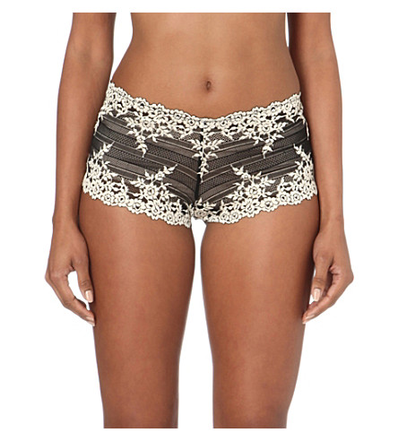 WACOAL Embrace lace boyshorts (Black