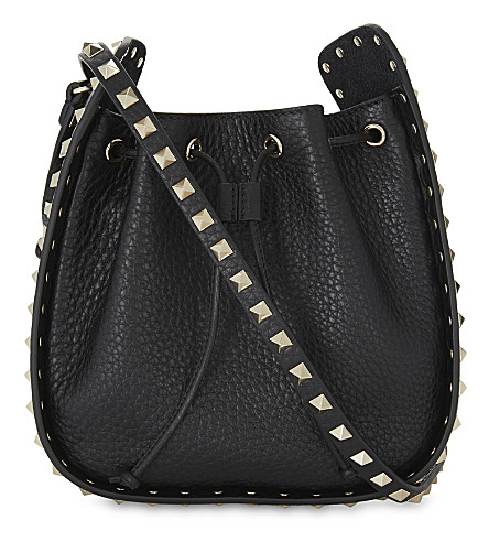 VALENTINO Rockstud grained leather bucket bag (Black