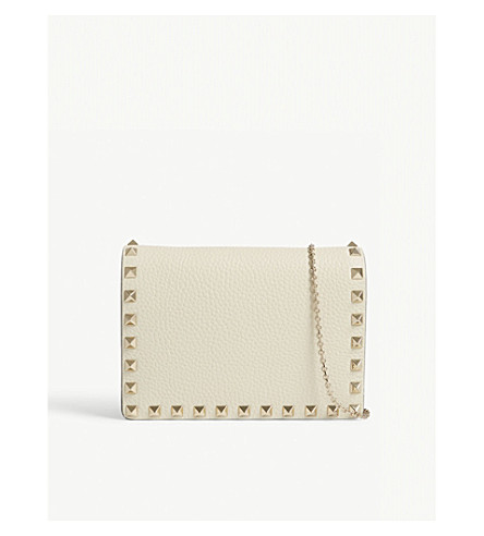 VALENTINO Rockstud grained leather wallet-on-chain (Light+ivory