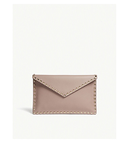 VALENTINO Poudre leather grained Rockstud Rockstud envelope VALENTINO clutch wRqwzpT8Z