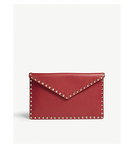 VALENTINO Rockstud grained leather envelope clutch (Red
