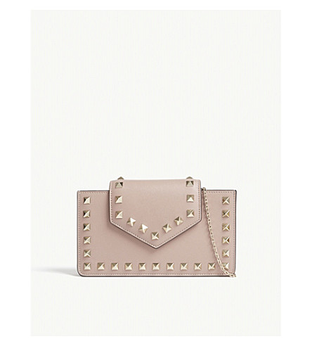 VALENTINO Rockstud mini leather wristlet clutch (Poudre