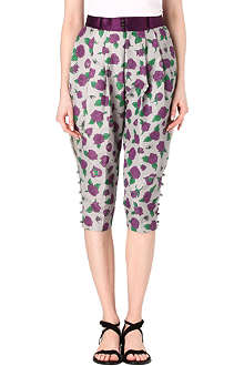 UNDERCOVER Cropped rose print trousers