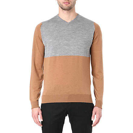 JOHN SMEDLEY Colourblocked v-neck jumper (Caramel/snow