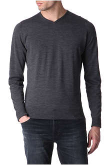 JOHN SMEDLEY Bower high v–neck jumper