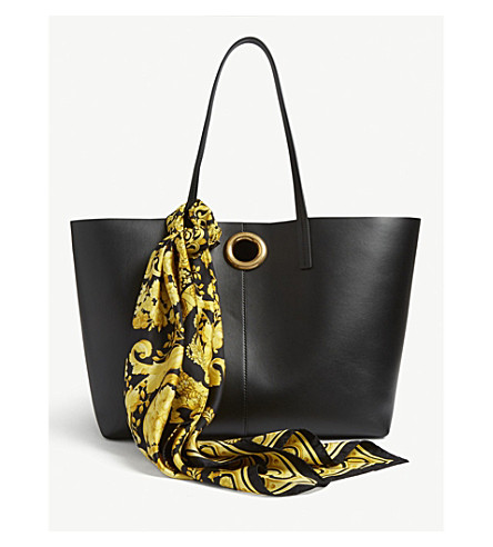 66da764ec954 VERSACE - Leather tote bag with Barocco print scarf