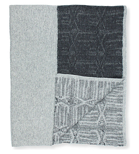 OYUNA Knitted throw with textured ikat grey