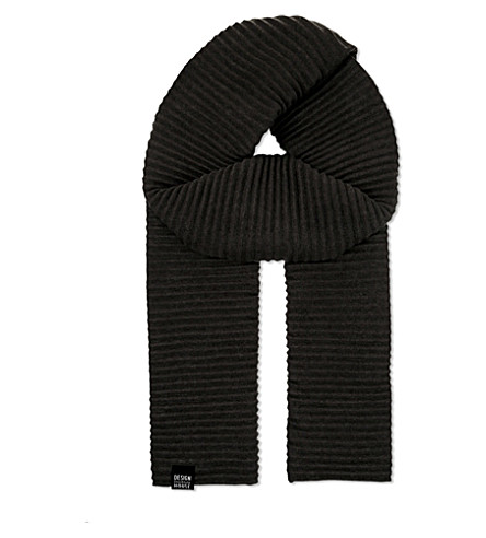 DESIGN HOUSE STOCKHOLM Pleece pleated scarf