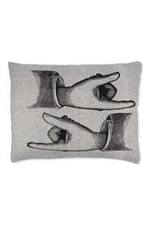 VANILLA FLY Hands pillow