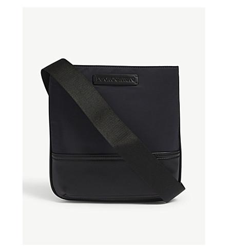 EMPORIO ARMANI 皮革装饰尼龙信使袋 (蓝色/黑色