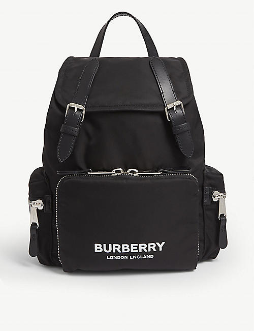 BURBERRY 徽标打印中等双肩包