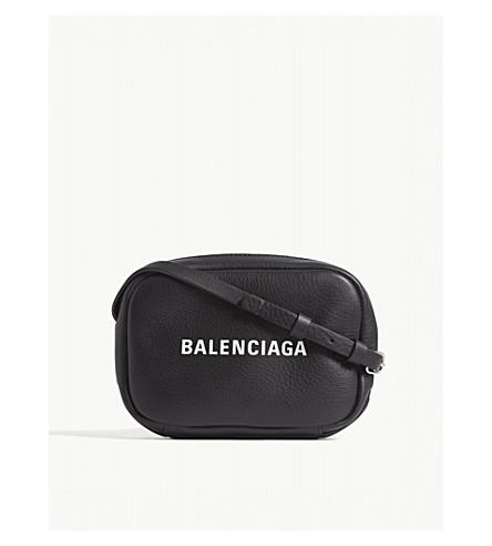 BALENCIAGA标志打印皮革相机斜挎包 (黑色