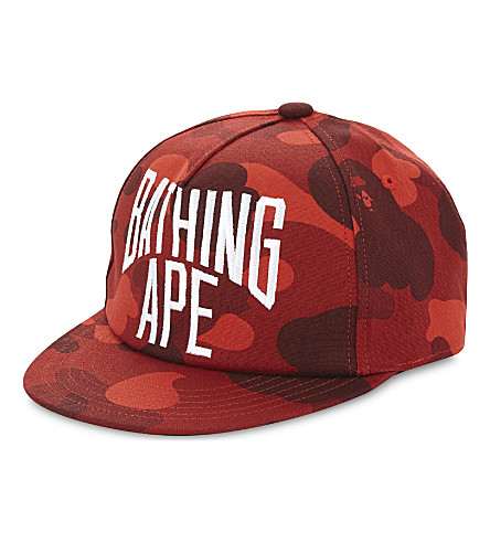 A BATHING APE Branded camouflage cotton snapback cap (Red