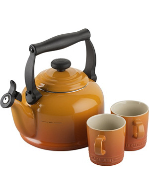 LE CREUSET Kettle & mugs gift set