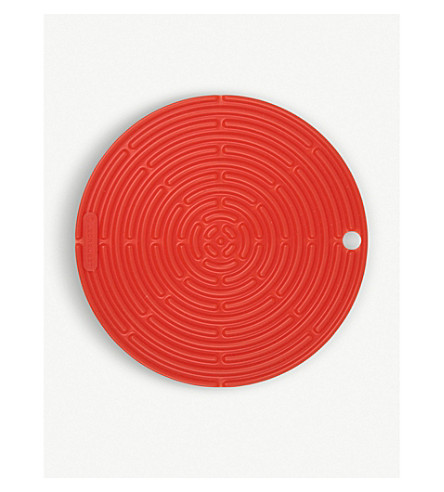 LE CREUSET Silicone round cool tool (Volcanic