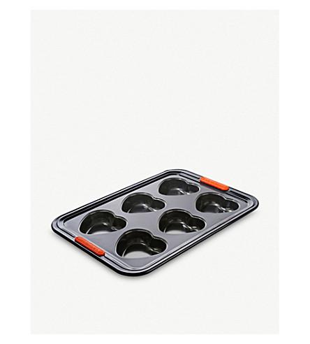 LE CREUSET 6-cup non-stick heart tray