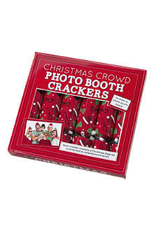 TALKING TABLES Xmas crowd photo booth 10in crackers pack6
