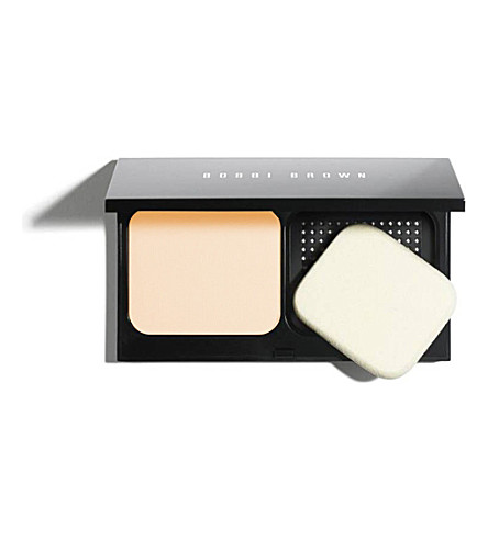 BOBBI BROWN Illuminating Finish powder (Alabaster
