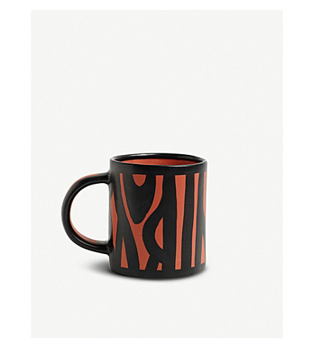 HAY Wood patterned earthenware mug