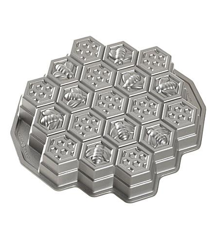 NORDICWARE Honeycomb pull-apart cake pan
