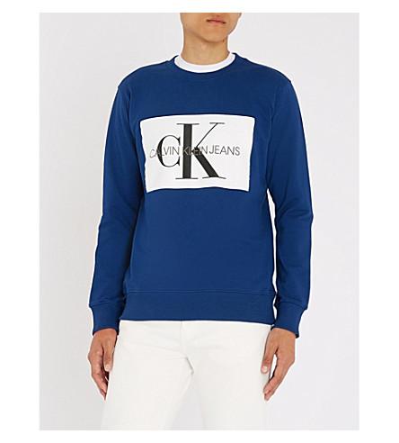 CALVIN KLEIN 牛仔裤字母盒平纹针织棉卫衣 (蓝色 + 深度