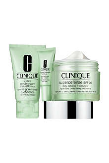 CLINIQUE Daily Defenders gift set