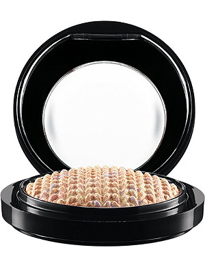 MAC Lightness of Being Mineralize Skinfinish