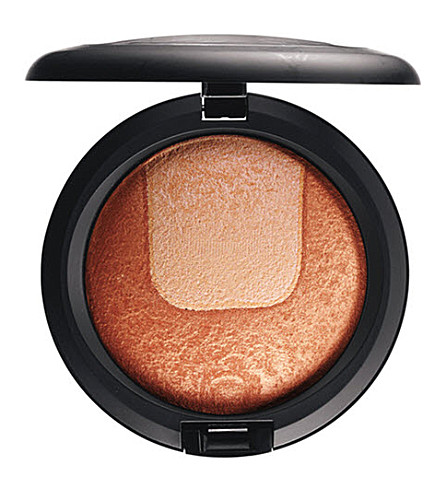 MAC Divine Night Mineralize Skinfinish (Centre+of+attention
