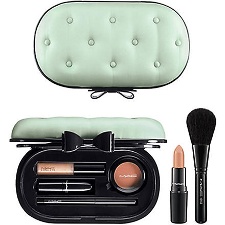 MAC Sinfully Chic face kit
