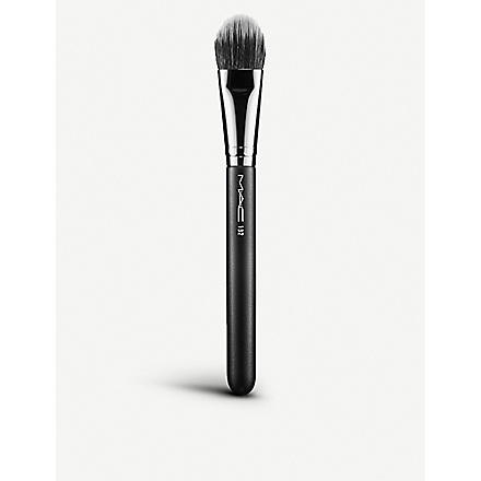 MAC 132 Duo Fibre Foundation Brush