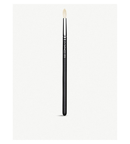 MAC 221 Mini Tapered Blending Brush