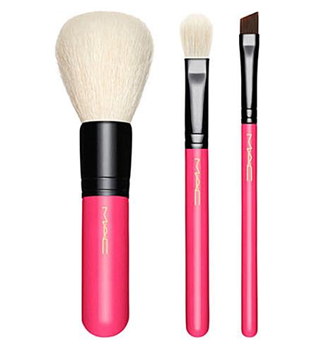 MAC X16 essential brush travel kit