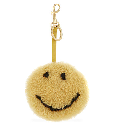 ANYA HINDMARCH Smiley shearling bag charm (Mustard
