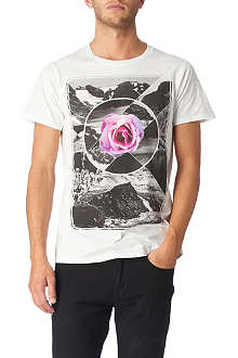 NEW LOVE CLUB Scenic rose t–shirt
