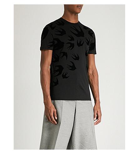 MCQ ALEXANDER MCQUEEN Swallow-flocked cotton-jersey T-shirt (Black+amp+red