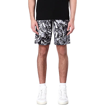 BLACK SCALE Leaf-print shorts (Black