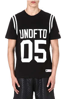 UNDEFEATED Stripe sleeve t-shirt
