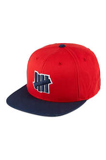 UNDEFEATED Strike Outline cap