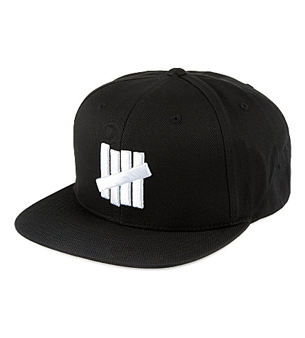 UNDEFEATED Strike Outline cap (Black