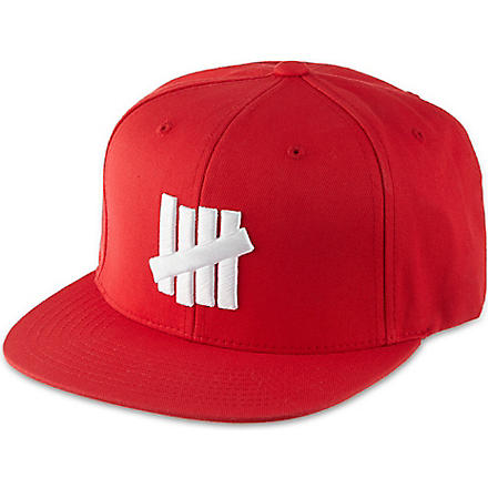 UNDEFEATED Strike Outline cap (Red