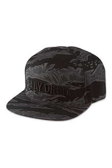 UNDEFEATED Play Dirty snapback cap