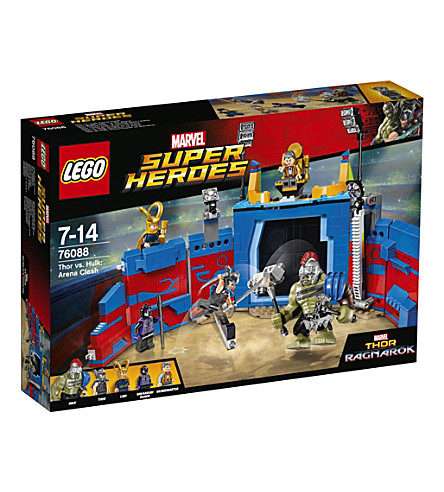 LEGO Marvel Super Heroes Arena Clash play set