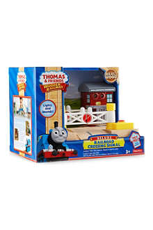 THOMAS THE TANK ENGINE Thomas deluxe railroad crossing