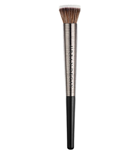 URBAN DECAY Diffusing highlighter brush