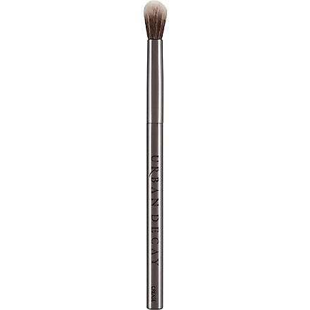 URBAN DECAY Good Karma crease brush